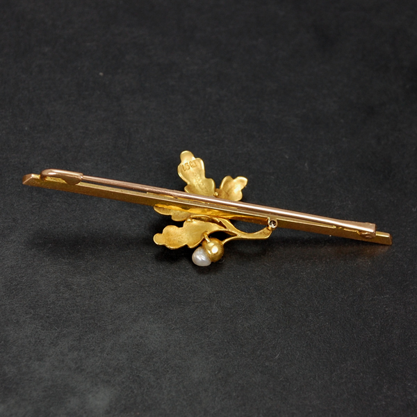 Victorian 15ct Gold Acorn Pearl Brooch in Antique Jewellery from Coopers Jewellery, North Devon