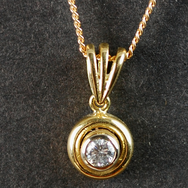 18ct Yellow Gold Single Stone Diamond Pendant in Vintage Jewellery from Coopers Jewellery, North Devon